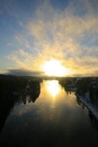 Auringonnousu kuvattuna Leppävirran sillalta