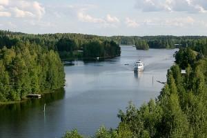M/S Koli III matkaa kohti Leppävirran siltaa