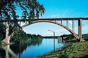 Kesäinen postikortti Leppävirran sillasta