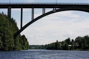 Leppävirran silta kanootista kuvattuna