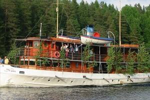 S/S Paul Wahl ohittaa Leppävirran laivalaiturin