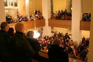 Leppävirran kirkossa on joululauluissa paljon ihmisiä, Leppävirta