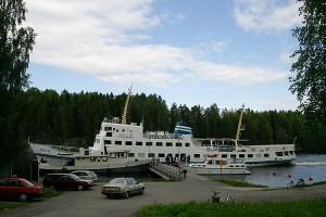 M/S Koli III mahtui vain puoliksi Leppävirran laivalaituriin