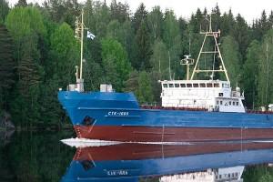 Venälainen laiva tyynessä Leppävirrassa