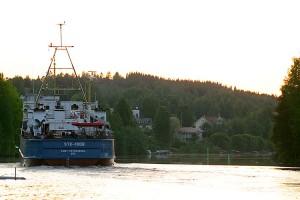 Venäläinen laiva kiertää Virransaarta