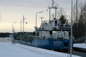 Pietarilainen Koriangi laiva Konnuksen kanavassa