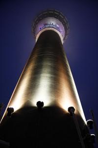 Puijon tornin juurella valot ovat mahtavat