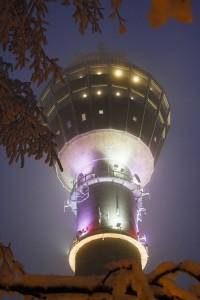 Puijon torni jouluvaloissa
