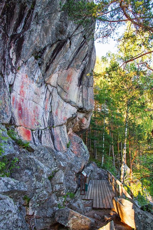Astuvansalmen Kalliomaalaukset
