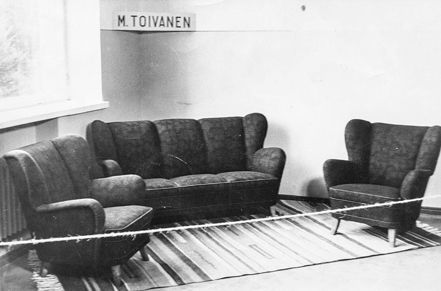 Ukin sohvakalusto maatalousnäyttelyssä 1953 Suonenjoella