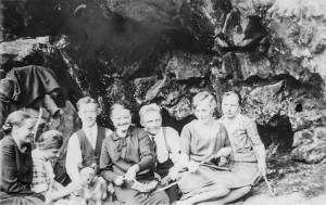 Repovuoren luolan vanhat valokuvat, Tuppurinmäki, Leppävirta