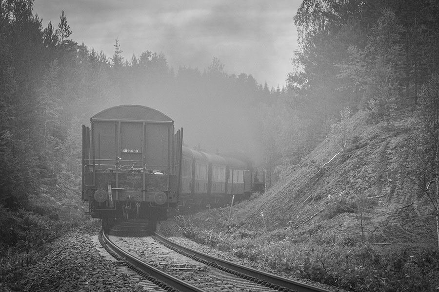 Ukko-Pekka Hr1 1009 vetämä museojuna nousee Sääksämäkeen Syrjässä