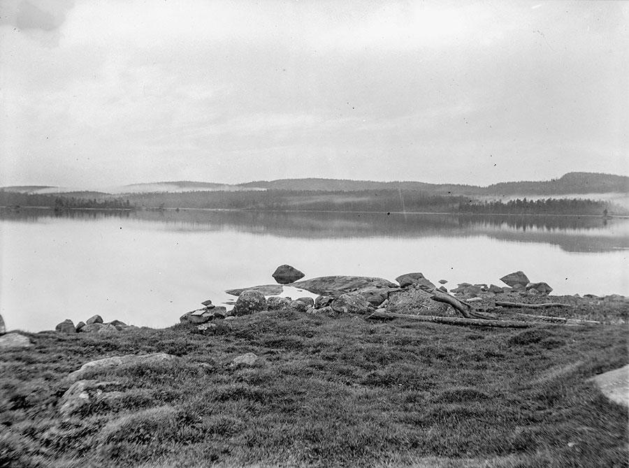 Näkymä Mahlattinuoralle juhannusyönä 1904. Kuva: J. H. Saarinen, 24.06.1904. GTK, Vanhatkuvat nro 1266.