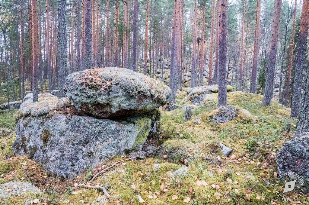 Kivi kiven päällä, Leväniemi, Jäppilä