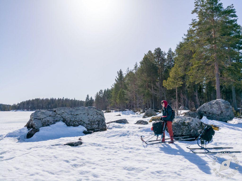 Potkuriretki Luutsalon Kalliomaalaukselle Ja Jalkakivelle