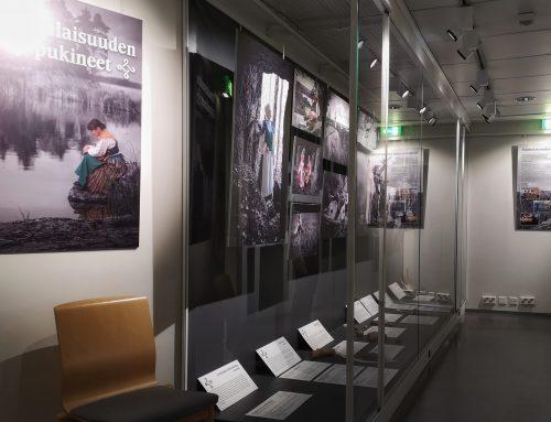 Suomalaisuuden Kirjopukineet- valokuvanäyttely